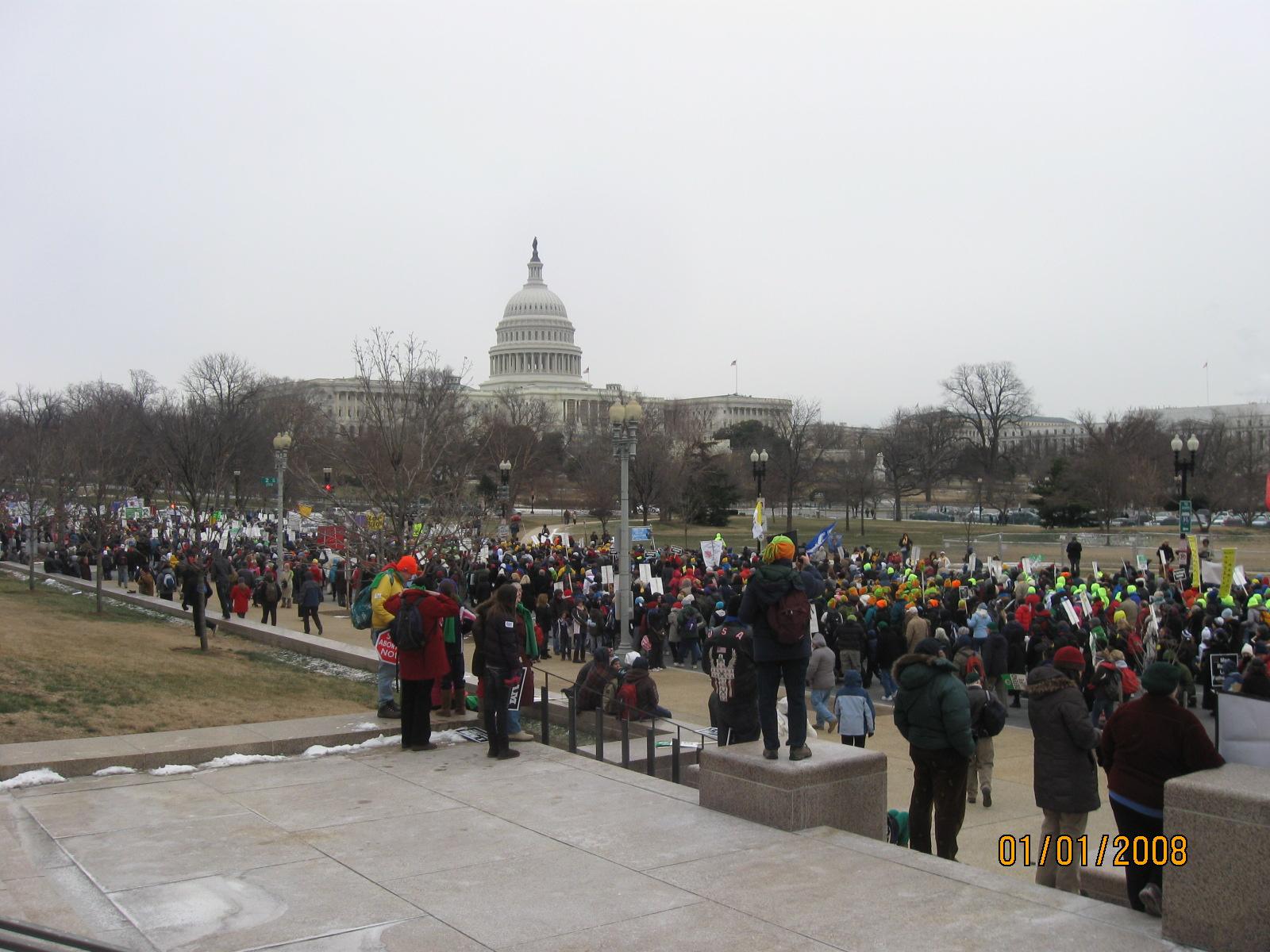 lots-of-pro-life-protestors